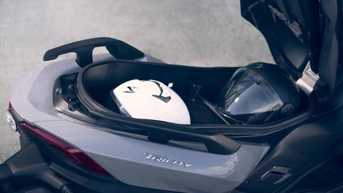 2020-Yamaha-MW300-EU-Detail-005-03