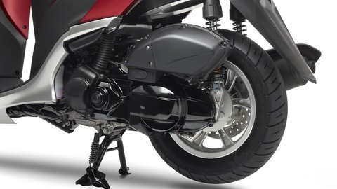 2015-Yamaha-Tricity-EU-Anodized-Red-Detail-005