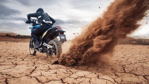2020-Yamaha-XTZ700SP-EU-Sky_Blue-Action-005-03