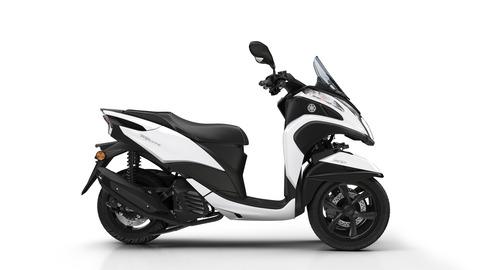 2018-Yamaha-Tricity-EU-Milky-White-Studio-002