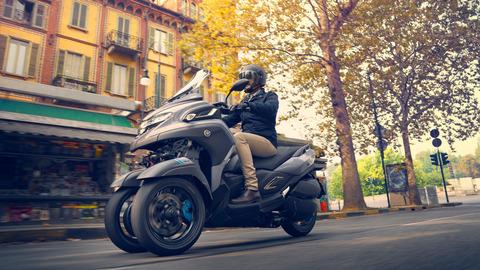2020-Yamaha-MW300-EU-Icon_Grey-Action-005-03