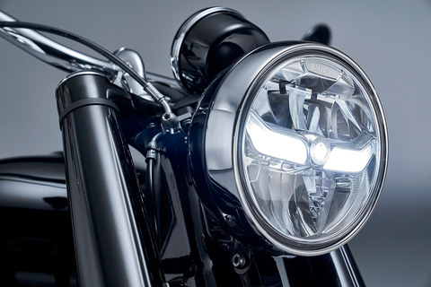 P90386417_highRes_the-bmw-r-18-first-e