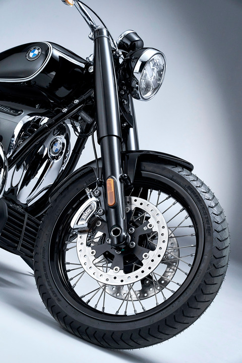 P90386430_highRes_the-bmw-r-18-first-e
