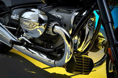 P90386395_highRes_the-bmw-r-18-first-e
