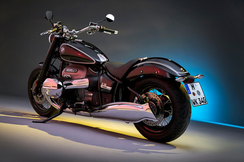 P90386401_highRes_the-bmw-r-18-first-e