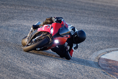 P90327344_highRes_the-new-bmw-s-1000-r