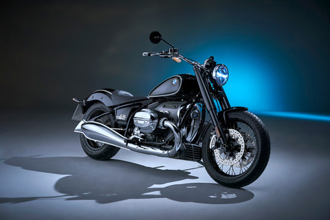 P90386391_highRes_the-bmw-r-18-first-e