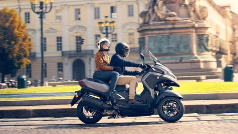 2020-Yamaha-MW300-EU-Icon_Grey-Action-008-03