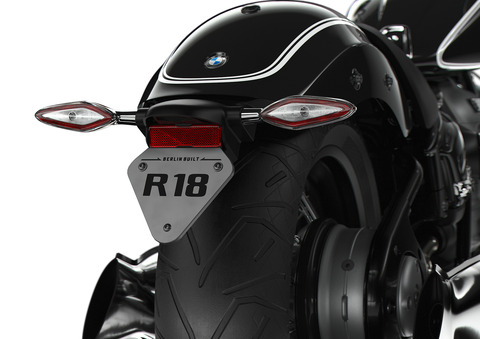 P90386696_highRes_the-bmw-r-18-04-2020