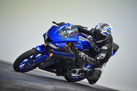 2019-Yamaha-YZF-R125-EU-Yamaha_Blue-Action-002