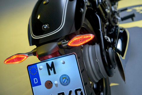 P90386397_highRes_the-bmw-r-18-first-e