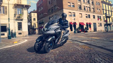 2020-Yamaha-MW300-EU-Icon_Grey-Action-007-03