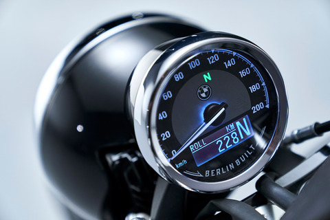 P90386416_highRes_the-bmw-r-18-first-e