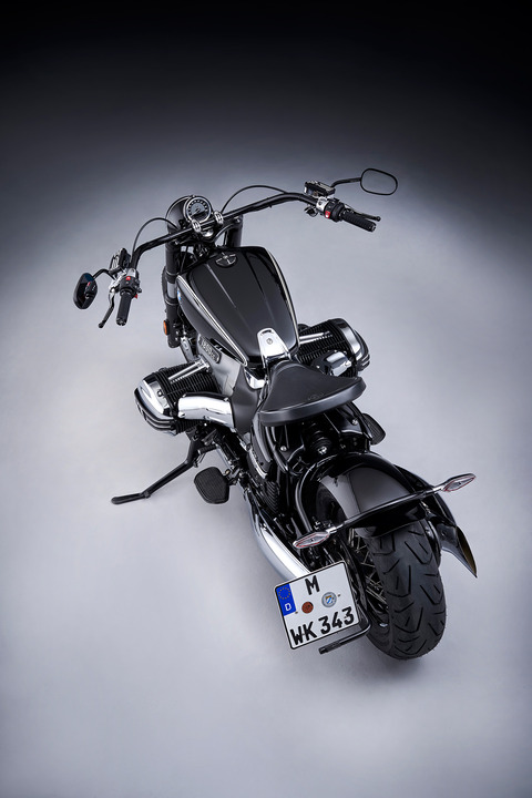 P90386374_highRes_the-bmw-r-18-04-2020