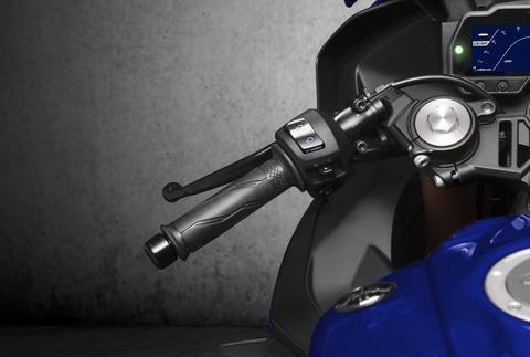 2019-Yamaha-YZF-R125-EU-Yamaha_Blue-Detail-005