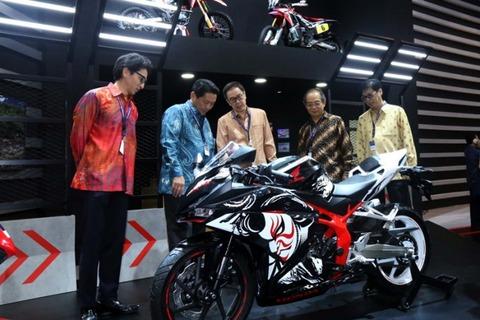 New-Honda-CBR250RR-Special-Edition-696x464