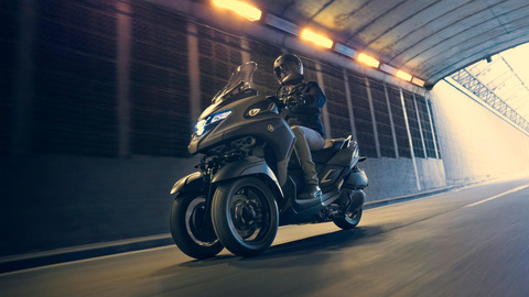 2020-Yamaha-MW300-EU-Icon_Grey-Action-001-03