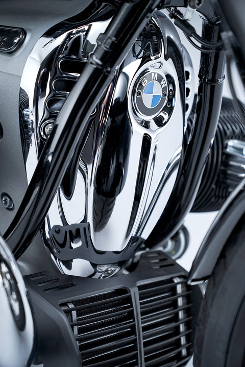 P90386425_highRes_the-bmw-r-18-first-e