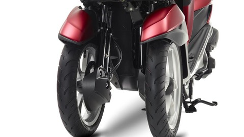 2015-Yamaha-Tricity-EU-Anodized-Red-Detail-003