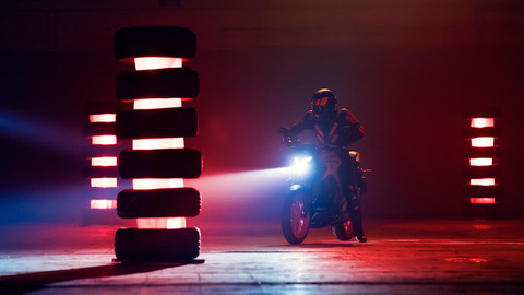 2020-Yamaha-MT320-EU-Ice_Fluo-Action-003-03