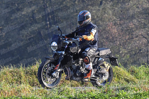 Husqvarna-801-New-Classic-Adventure-007