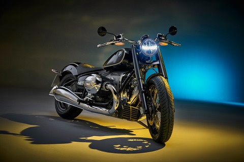 P90386393_highRes_the-bmw-r-18-first-e