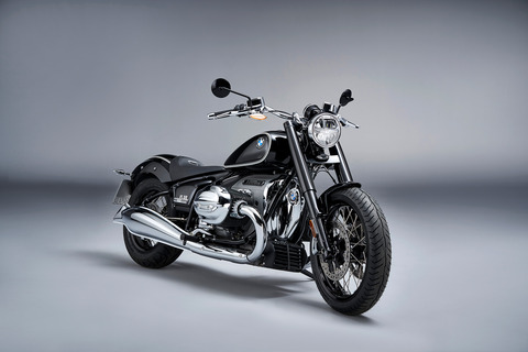 P90386405_highRes_the-bmw-r-18-first-e
