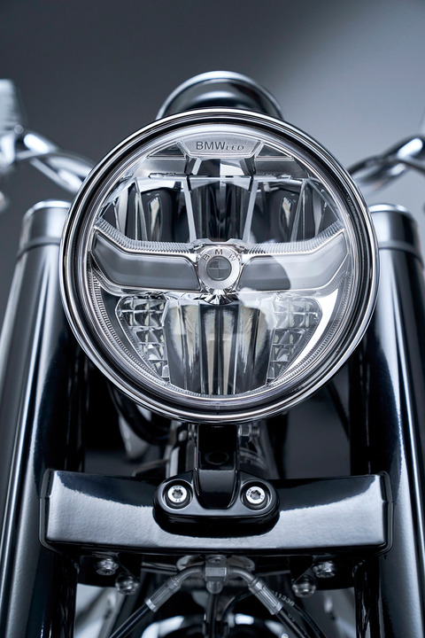 P90386422_highRes_the-bmw-r-18-first-e