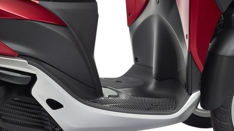 2015-Yamaha-Tricity-EU-Anodized-Red-Detail-007
